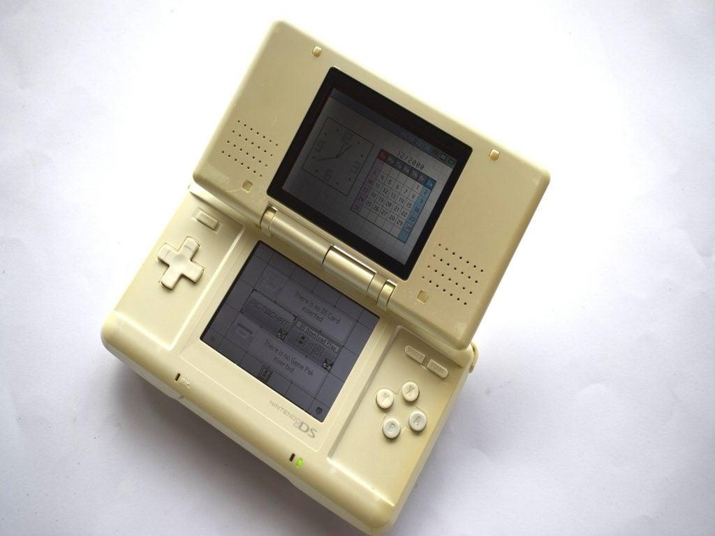 Nintendo DS Original White Console   Baxtros