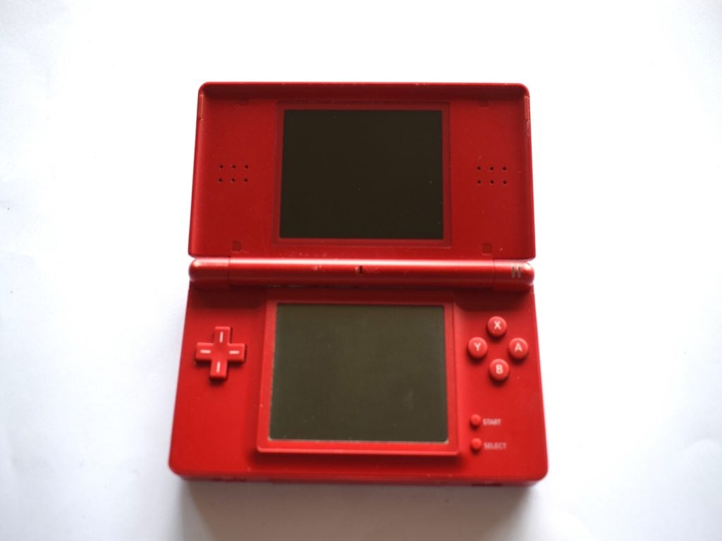 nintendo ds lite red console baxtros. Black Bedroom Furniture Sets. Home Design Ideas